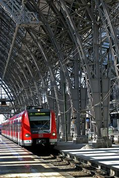 train station #Zurich #Switzerland  #Holiday #Travel  #Vacation #SMtravel #TNI #RTW #Suisse