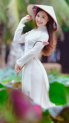 Look Your Best With This Fashion Advice – Top Clothes Boutique Vietnamese Traditional Dress, Vietnamese Dress, Traditional Dresses, Beautiful Girl Image, Beautiful Asian Women, Ao Dai, Fashion Tights, Girls Selfies, Indian Girls
