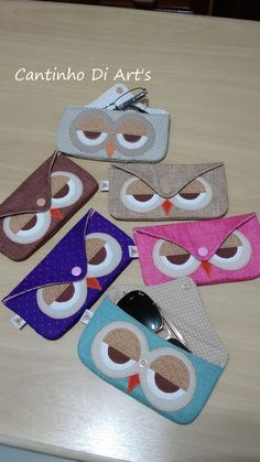 Porta Óculos Coruja | Cantinho Di Art's | Elo7 - #costura #Costurafacil #Moldesdevestidos #Patronesdecostura #Proyectosdecostura #Ropareciclada #Técnicasdecostura Felt Crafts Diy, Owl Crafts, Diy And Crafts Sewing, Fabric Crafts, Cute Sewing Projects, Sewing Hacks, Braided Scarf, Owl Bags, Sewing To Sell