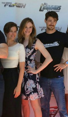 Danielle Panabaker and Grant Gustin at Heroes for heroes LA ... They are doing the cute Snowbarry pose #Granielle