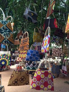 Small business crafters, Maputo market (1)