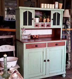 Eins meiner Lieblingsbuffets......20/30er Jahre Küchenbuffet in hellem Mintgrün, klein und süß und einfach zum Verlieben im shabby Chic