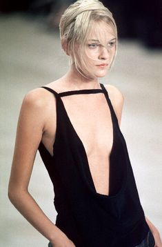 Alexander McQueen ss 1999 (what do i wear?)