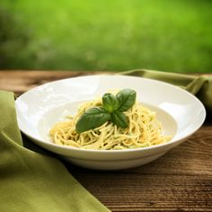 Zucchini, Spaghetti, Ethnic Recipes, Food, Basil, Light Summer Meals, Browning, Easy Meals, Essen