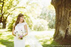 Photo: Juliet Elizabeth Photography Blooms: Violet Floral Design