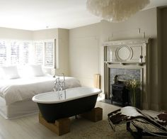 Freestanding Bathtub In the Bedroom No Clear Separation Of Bath From Chandelier Over Clawfoot Tub – Gazebo And Grill Design Ideas Bedroom With Bathtub, Master Bedroom, Vintage Tub, Bedroom Vintage, Open Plan Bathrooms, Small Bathroom, Loft Bathroom, Eclectic Fireplaces, White Wash Wood Floors
