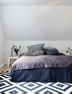 Master bedroom / Slow living Slow Living, Comforters, Master Bedroom, Interior Decorating, Blanket, Furniture, Home Decor, Creature Comforts, Master Suite