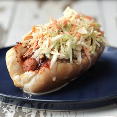 Loaded BBQ Hot Dogs with Pulled Pork and Slaw - Recipes Boeuf Angus, Angus Beef, Pork Hot Dogs, Hot Dog Toppings, Hot Dog Recipes, Yummy Food, Tasty, Healthy Food, Pulled Pork
