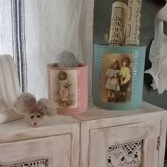 Aurinkoista päivää rakkaat ystävät . Ottakaa ilo irti elämästä ja nauttikaa. Tässä olen tuunaillut vanhoja peltisiä ananaspurkkeja. Have a sunny day my dear friends . I have tuning those with vintage paint.#decoration#sisustus#interior#koti#hem#home#tuunaus#diy#paint#maalata#peltipurkki#huopahiiri#mouse#tuning#instahome#vintage#romanttinen#romantic by mansikkawimpy