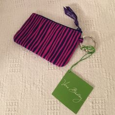 VERA BRADLEY SMALL WALLET/CHANGE/KEY RING VERA BRADLEY WALLET/CHANGE AND KEY RING. HOLDS MONEY, CREDIT CARDS & DRIVERS LICENSE.  NW NEVER USED. WITH TAGS Vera Bradley Accessories Key & Card Holders