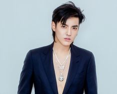 [ 181228 ] Harper's Bazaar Weibo update Kris Wu collaborated with Xiaomi to form his accessory label A. Kris Wu himself participated in designing the pieces. Kris Wu, Chanyeol, Exo Showtime, Rapper, Cute Asian Guys, Boy Celebrities, Wu Yi Fan, Kpop Exo, Kpop Guys