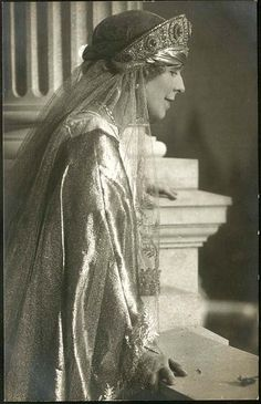 Königin Marie von Rumänien, Regina Maria a României Queen Marie of Romania Royal Tiaras, Tiaras And Crowns, Queen Mary, King Queen, Romanian Royal Family, Princess Alexandra, Royal Jewelry, Save The Queen, Blue Bloods