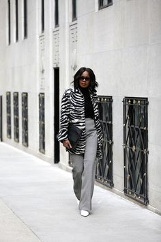 The Best Places To Shop While Visiting New York City | Square Pearls Plus Size Workwear, Visit New York City, Shirt Tucked In, Crisp White Shirt, Pencil Skirt Black, Petite Women, Polished Look, Look Chic, Capsule Wardrobe