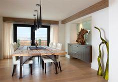 mesa-rustica-de-jantar-em-sala-moderna