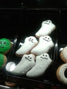 Halloween Ghost donuts, so cute right.. and they taste amazing.
