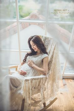 Pregnant With A Girl, Pregnant Couple, Pregnant Mom, Korean Wedding Photography, Photography Women, Maternity Photography, Dad Baby, Mom And Baby, Pregnancy Outfits