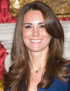 10 Easy Ways to Banish Frizz in Seconds | Daily Makeover Cabelo Kate Middleton, Kate Middleton Makeup, Corte Long Bob, Engagement Hairstyles, Hair Evolution, Hot Haircuts, Girl Haircuts, Clarence House, Celebrity Beauty