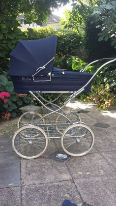 undefined Vintage Pram, Prams And Pushchairs, Baby Prams, Baby Carriage, Baby Kind, Beautiful Babies, My Children, Kids And Parenting, Baby Strollers