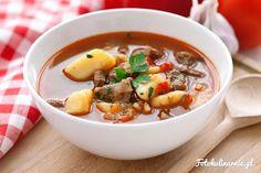 Tradycyjna węgierska zupa gulaszowa, której podstawą jest mięso, papryka, cebula i smalec, a dodatkiem ziemniaki.