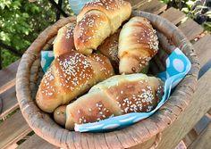 Virslis-szezámos kifli | Kovacs Dana (Danadi's Kitchen) receptje - Cookpad receptek Hot Dog Buns, Hot Dogs, Hamburger, Food And Drink, Bread, Recipes, Brot, Recipies, Baking