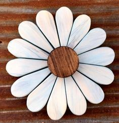 Light Blue Reclaimed Wooden Daisy Wall Art by ReclaimedBloom on Etsy Diy Wood Projects, Wood Crafts, Antique Booth Displays, Weekend Crafts, Hanging Flower Wall, Wooden Flowers, Picture Hangers, Christmas Wood, Fall Crafts