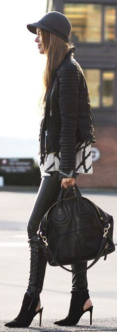 Black leather jacket + black and white patterned jumper +black woollen hat, heeled boots and handbag Fashion Corner, Cozy Fashion, Leather Fashion, Autumn Fashion, Street Chic, Street Style, Casual Outfits, Fashion Outfits, Fashion Trends