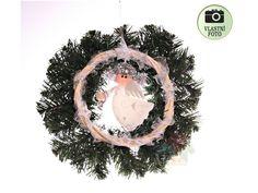 Věnec z umělého jehličí s andílkem. Christmas Wreaths, Holiday Decor, Home Decor, Decoration Home, Room Decor, Advent Wreaths, Interior Decorating