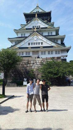 일본 여행 중인 남자들 1-