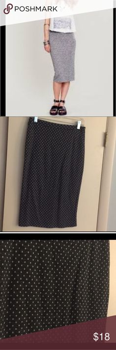 Free People grey polka dot pencil skirt This cotton poly blend skirt is perfect for fall! Super stretchy and comfy like sweatpants but you can wear them to work or out- can't beat that! The polka dots are light grey or white. Back slit. Elastic waistband and the inside is a cute striped pattern. Falls below the knees Free People Skirts Pencil