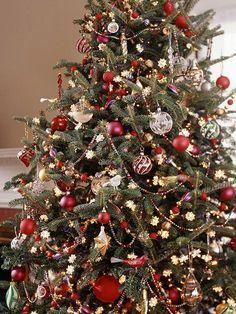 weihnachtsbaum rot gold schmetterlinge ornamente kugeln. Black Bedroom Furniture Sets. Home Design Ideas