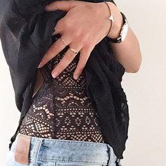 @lilylovesfashion agrémente son look du #bracelet #smooth accessoirisé d'#argent925. #chic #rebelle #denim #casual #lilylovesfashion