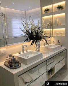 with ・・・ All White no banheiro master! All White Bathroom, Zen Bathroom, Bathroom Decor Sets, Bathroom Design Luxury, Home Decor Kitchen, Beautiful Bathrooms, Bathroom Inspiration, Decor Interior Design, Home Design