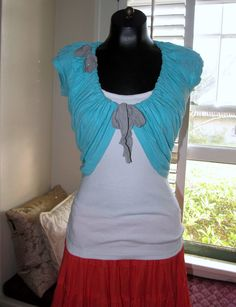 Shrug from an old t shirt  Looks easy enough for me to do!  Wobisobi: Project Re-Style #12