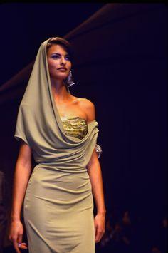 Linda Evangelista for Lanvin 80s And 90s Fashion, Runway Fashion, Fashion Models, High Fashion, Female Fashion, 1990s Supermodels, Original Supermodels, Linda Evangelista, Runway Models