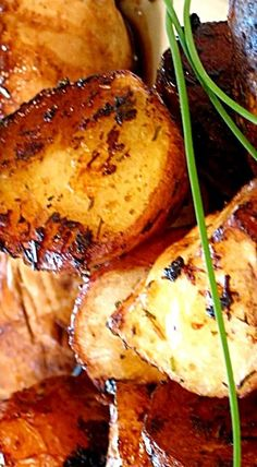 Balsamic Roasted Red Potatoes - These are easy to do, have a great base flavor from the herbs & spices, and the balsamic vinegar gives them a really great kick of flavor at the end. Delicious! ❊