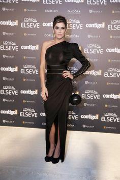 Debora Secco em um lindo Balmain e bolsa Chanel