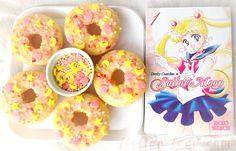 """""""Sailor Moon"""" inspired doughnuts to celebrate the premiere of """"Sailor Moon Crystal""""! Lemon doughnuts with strawberry glaze and homemade moon, star, & heart sprinkles! Sailor Moon Birthday, Sailor Moon Party, Sailor Moon Wedding, Sailor Moons, Sailor Moon Crystal, Moon Food, Strawberry Glaze, Kawaii Dessert, Eat Pretty"""