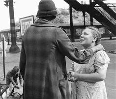 Biography: Street photographer Helen Levitt   MONOVISIONS