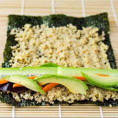 Avocado Rolls Sushi, Veggie Sushi Rolls, Quinoa Sushi, Vegan Sushi, Sushi Sushi, Sushi Recipes, Avocado Recipes, Raw Food Recipes, Vegetarian Recipes