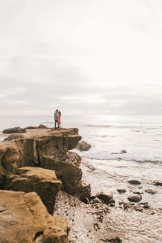A sunset engagement shoot at the La Jolla cliffs in San Diego. Engagement Photo Poses, Engagement Photo Inspiration, Beach Engagement, Engagement Couple, Engagement Pictures, Engagement Shoots, Engagement Photography, Elopement Inspiration, La Jolla Beach