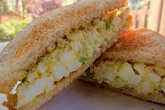 Behold the unsung hero of the Masters: amazing sandwiches that are as cheap and delicious as they come.   There is absolutely no reason why you can't bring the best of Augusta to your home this week as the 2013 Masters plays out before you on the TV...