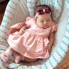 Cute Baby Boy Images, Cute Kids Photos, Baby Girl Pictures, Baby Photos, Cute Little Baby, Cute Baby Girl, Baby Girl Newborn, Cute Babies, One Month Baby