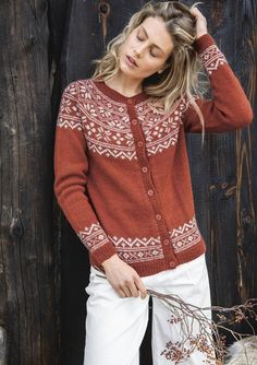 Theme 59 - No. 5 - Ladies cardigan w/round yoke, knitted in Alpakka Knitting Stitches, Knitting Designs, Knitting Yarn, Knitting Patterns, Cardigan Design, Fair Isle Knitting, Cardigans For Women, Mantel, Knit Crochet