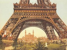A very, very old picture of the Eiffel Tower during l'Exposition
