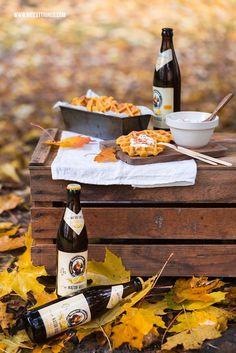 Herbstpicknick: herzhafte Kürbiswaffeln mit Speck und Feta-Dip