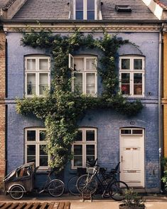 25 Ideas For Apartment Facade Color Cities Exterior Design, Interior And Exterior, Exterior Doors, Future House, My House, Town House, House Art, Beautiful Homes, Beautiful Places