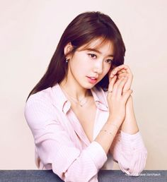 Actress Park Shin Hye showed off her beauty in a photo shoot. Salt Entertainment released Park Shin Hye 's 2015 AW photo shoot with French jewelry brand AGATHA PARIS. Gwangju, Park Shin Hye, Korean Actresses, Korean Actors, Actors & Actresses, Asian Actors, The Heirs, Korean Beauty, Asian Beauty