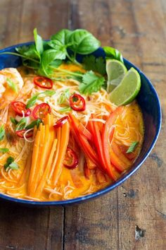 An incredibly flavorful Coconut Curry Soup prepared in 20 minutes! Rice Noodles, shrimps, carrot, bell pepper in a delicious broth with thai curry and coconut milk!