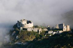 La forteresse de Château-Gaillard dans la brume, photo Francis Cormon