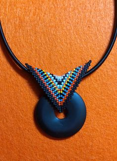 Beaded Triangle With Stone By: Anne Staton Seed Bead Jewelry, Beaded Jewelry, Beaded Earrings, Beaded Bracelets, Seed Bead Projects, Bead Crochet Rope, Peyote Patterns, Jewelry Patterns, Bead Weaving